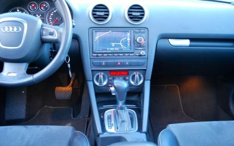 Audi A3 Sportback TDI 140 S-Line Plus GPS Plus : Système de navigation MMI Europe avec 2 lecteurs de carte SD