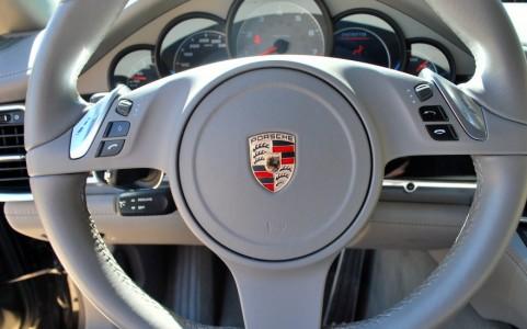Porsche Panamera 4S PDK 844: Volant multifonctions en cuir lisse
