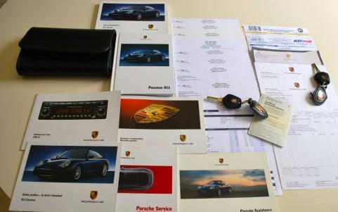 Porsche 996 Carrera 4S 3.6 320 cv Véhicule suivi par Porsche et spécialistes : Carnet et factures d'entretien.