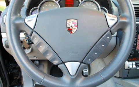 Porsche Cayenne GTS 4.8 V8 405cv PI2 - Volant multifonctions 3 branches en cuir