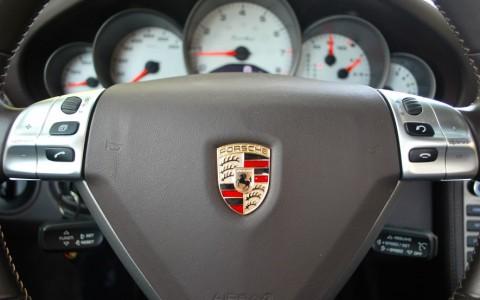 Porsche 997 Turbo 3.6 480cv Volant multifonctions Touch & Feel compatible avec le système audio ZENEC.