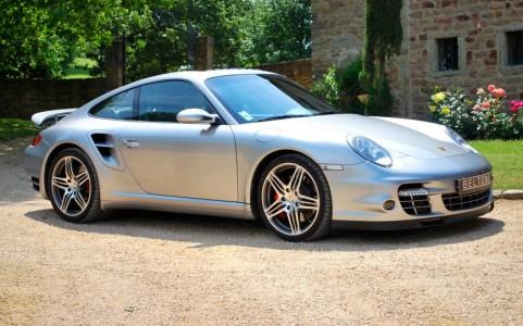 Porsche 997 Turbo 3.6 480cv Vous habitez loin de Lyon ? Nous venons vous chercher à la gare ou à l'aéroport.