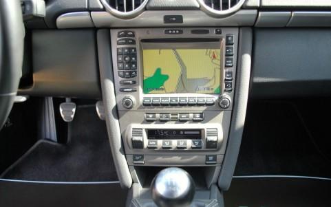 Porsche Cayman S 3.4 295cv P16 : Porsche Communication Management (PCM) incluant module de navigation.
