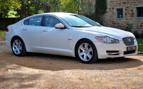 Jaguar XF 5.0 V8 385cv Luxe Premium Vous habitez loin de Lyon ? Nous venons vous chercher à la gare ou à l'aéroport.