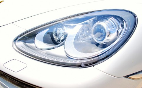 Porsche Cayenne Diesel 3.0 V6 245cv 8JE : Phares Bi-xénon avec Porsche Dynamic Light System PDLS