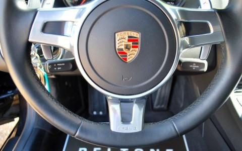 Porsche Boxster 981 2.7 265cv PDK 840 : Volant SportDesign en cuir lisse (avec palettes de changement de vitesse)
