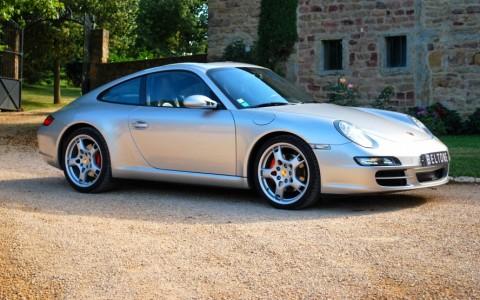 Porsche 997 Carrera S 3.8 355cv Vous habitez loin de Lyon ? Nus venons vous chercher à la gare ou à l'aéroport.