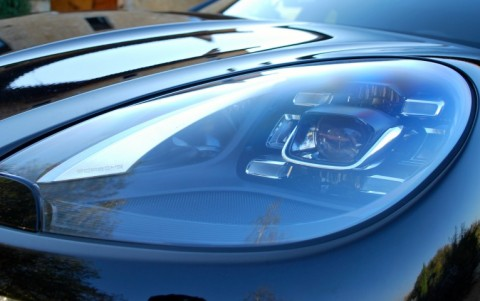 Porsche Macan Turbo Pack Performance 8EX : Phares à LED incluant Porsche Dynamic Light System Plus (PDLS Plus)