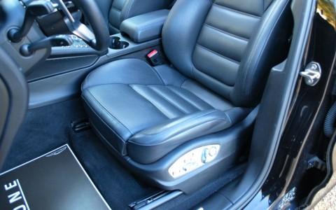 Porsche Macan Turbo Pack Performance - Sièges sports adaptatifs (18 réglages) avec pack mémoire confort.