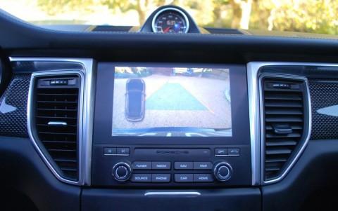 Porsche Macan Turbo Pack Performance 7X8 : Caméra de recul incluant l'assistance parking AV/AR