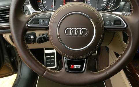 Audi S6 Avant 4.0 V8 450cv YRB : Volant et pommeau de levier de vitesse en cuir Audi Exclusive