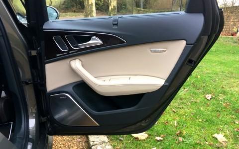 Audi S6 Avant 4.0 V8 450cv 7HC : Pack cuir étendu contreportes y compris cache airbag