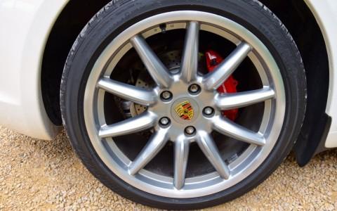 Porsche Boxster S 3.4 310cv PDK XXR : Jantes 19 pouces Carrera Sport (avec écusson de roue couleur)