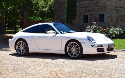Porsche 997 Targa 4S 3.8 355cv Vous habitez loin de Lyon ? Nous venons vous chercher à la gare ou à l'aéroport.